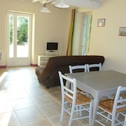 Manade White - Cottage FOR 5 People