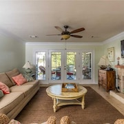 A Family Favorite! Cool House With Pool, Tiki Bar, Putting Green, Playground