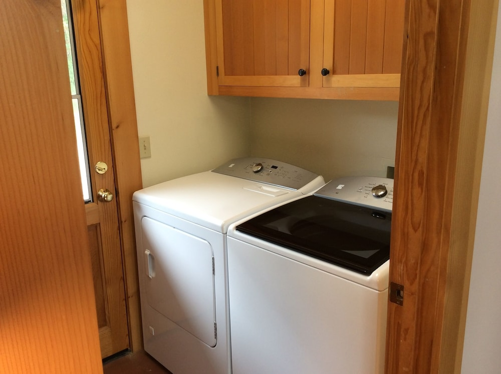 Laundry Room, NEWLY OPENED!! Upscale, riverfront cabin, sleeps 6; amazing amenities to dazzle