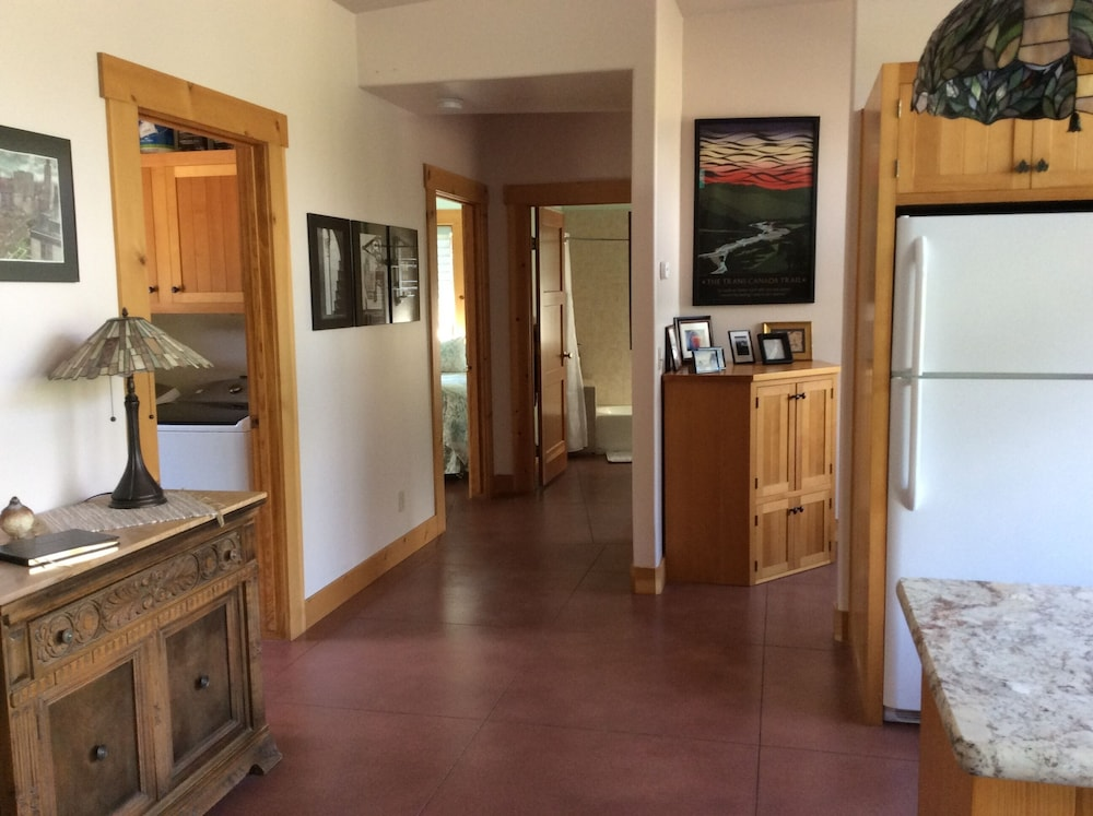 Living Room, NEWLY OPENED!! Upscale, riverfront cabin, sleeps 6; amazing amenities to dazzle