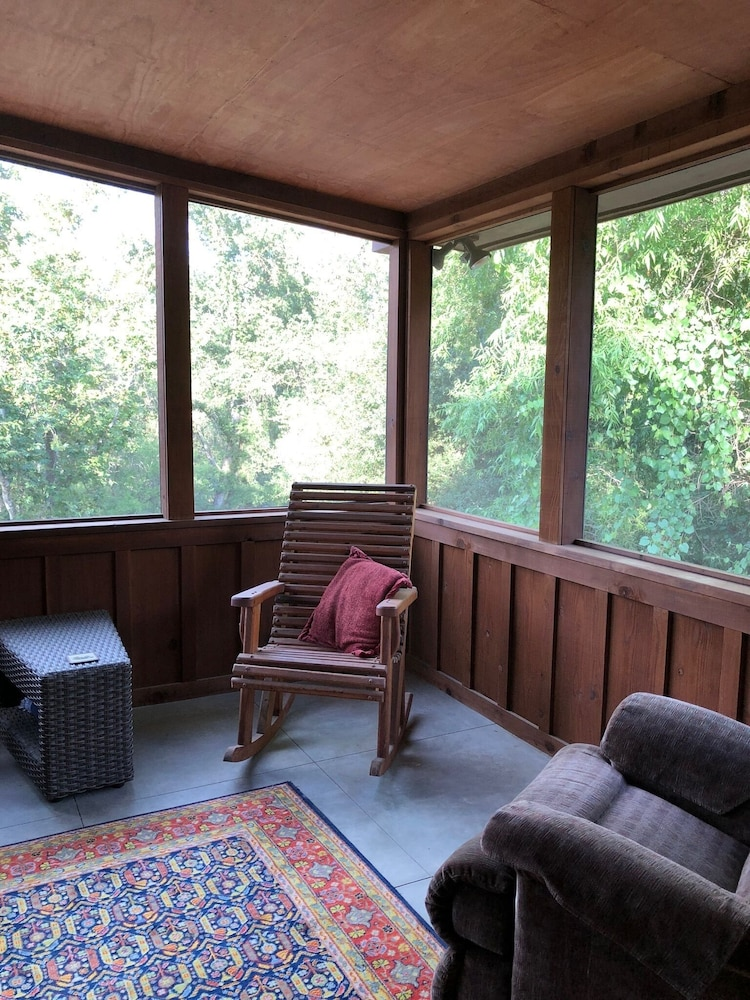 , NEWLY OPENED!! Upscale, riverfront cabin, sleeps 6; amazing amenities to dazzle