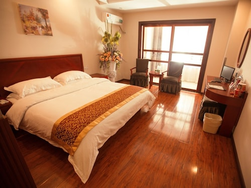 GreenTree Inn Express (Guanyun Zhenxing Garden)