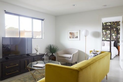 Check Expedia for Availability of Desirable 1BR in Mid City by Sonder