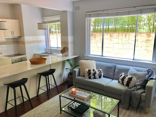 Bondi Beach Dreaming Apartment - 300 m to Beach With Free Netflix and Stan