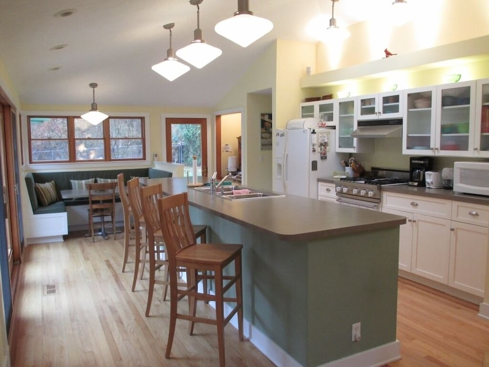 Private Kitchen, 2021 Calendar Open!! Private Heated Pool & PET Friendly!