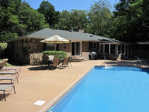 Sawyer Cottage Perfect for Family Getaway With Private Pool!
