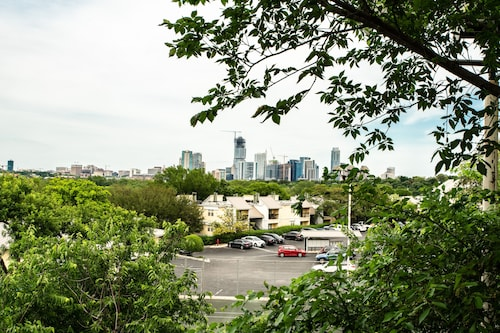Amazing Skyline View, Walk to Barton Springs, Close to Everything, Free Parking!