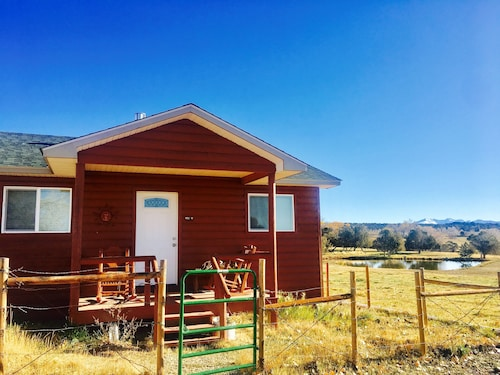 Cute Private Cabin With 360 Views on 80 Acres