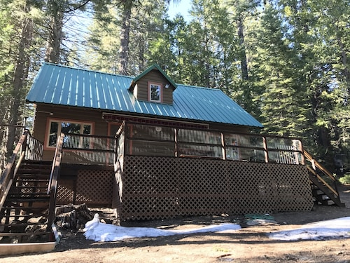 New! Serene Strawberry Mountain Cabin - Minutes to Pinecrest and Dodge Ridge
