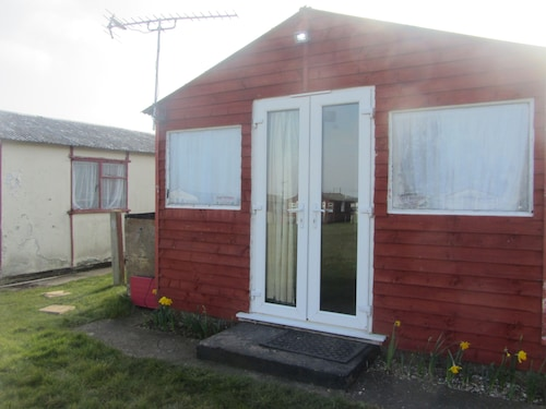 Holiday Chalet , Leysdown on Sea, Isle Sheppey, 2 Bedrooms, Sleeps 6 pet Friendl