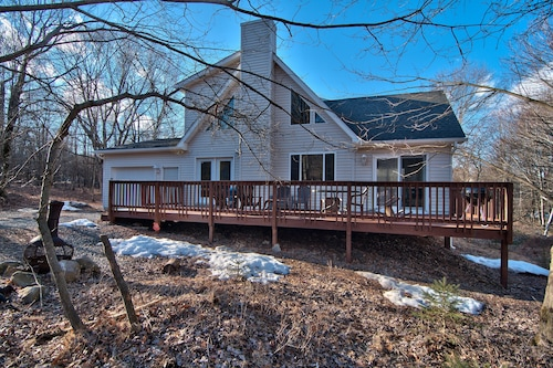 Hot Tub, Game Room, Pet and Family Friendly, Close to Skiing, and Water Parks