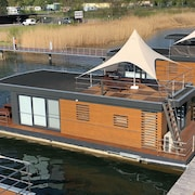 Houseboat Harmony Pure Relaxation