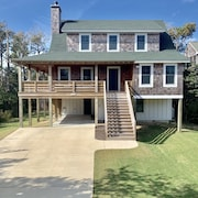 NEW 5 Bedroom, Private Heated Pool, Short Walk TO Beach. Covered Porches