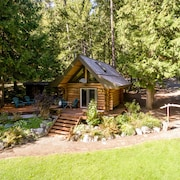 Lakefront Private Log Cabin, Close to Pemberton - The Bunkhouse