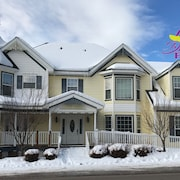 Charming 3 Bd/1bth 1260 sq ft. Luxury Living Accommodation