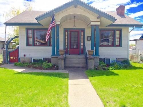 Great Place to stay International Flair Flat, in The Gonzaga District of Spokane.. near Spokane