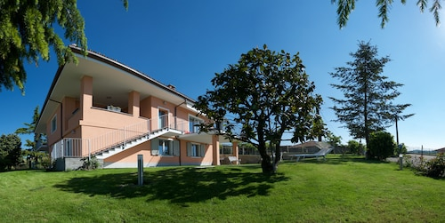Apartment in Langhe Area With Beautiful Terraces , Jacuzzi and Garden