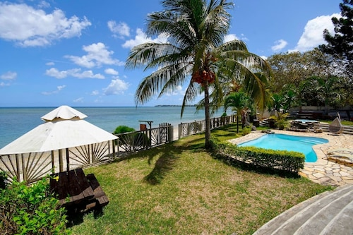 Beautiful Villa Waterfront in Mauritius Tombeau Bay