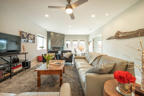 All New in 2018! Private Guest Apartment Minutes to Usafa & Garden of the Gods!