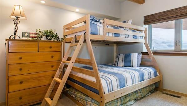 4 bedrooms, Internet, bed sheets