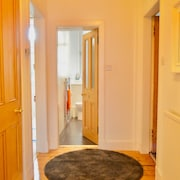 2 Bedroom Morningside Flat