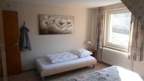 5 slaapkamers, een strijkplank/strijkijzer, wifi