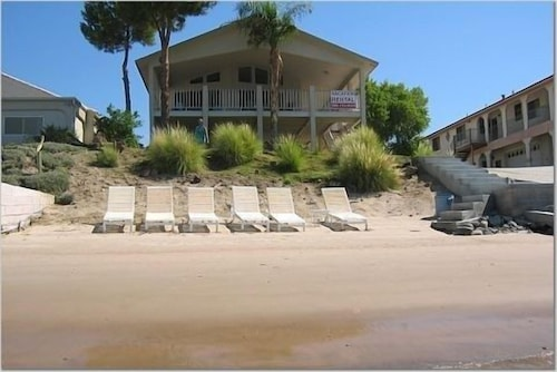 Riverfront Vacation Home---private Beach and Launch Ramp