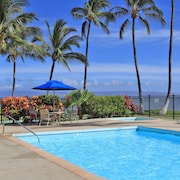 Relax on Molokai Oceanfront With Pool - One Bedroom w/ Loft - Sleeps 6