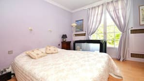 6 bedrooms, individually decorated, individually furnished, desk