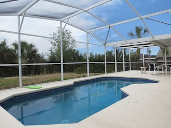 Davenport Area Pool Homes by Sunny OVH