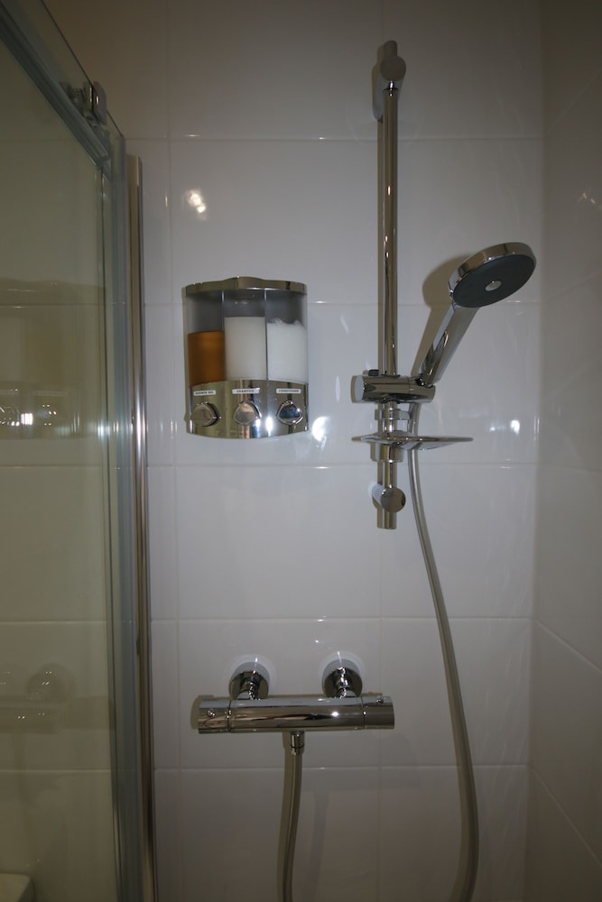 Bathroom Shower, Eagles Guest House