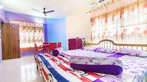 3 bedrooms, desk
