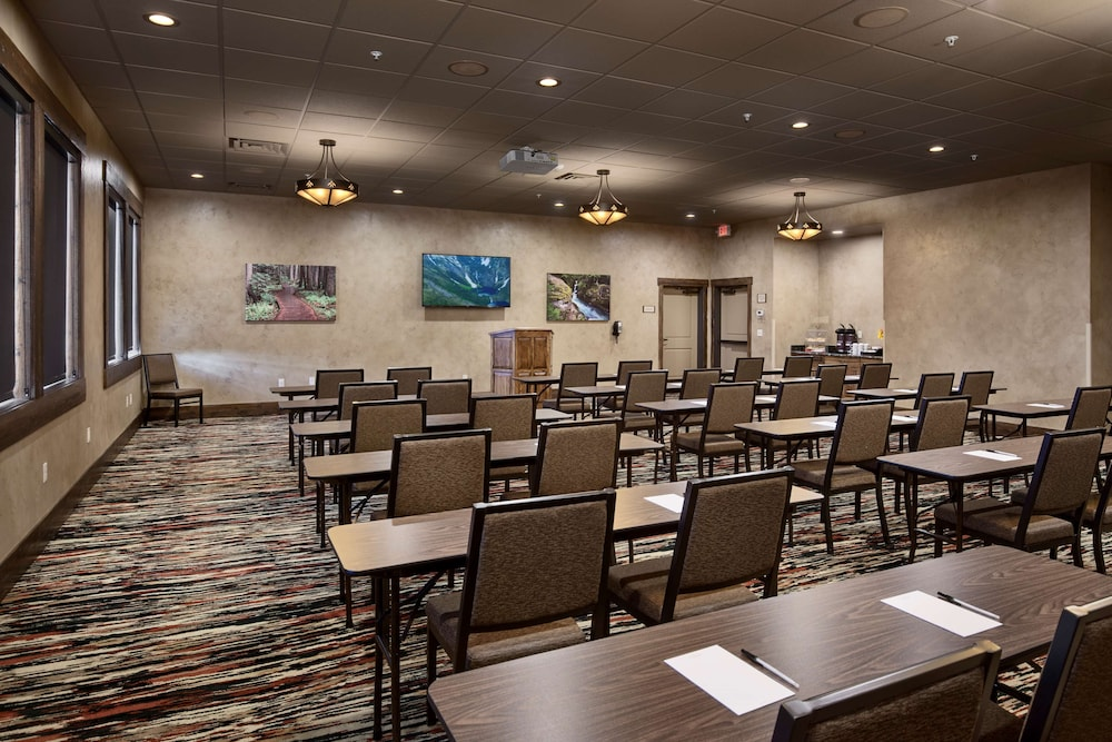 Meeting Facility, Country Inn & Suites by Radisson, Kalispell, MT - Glacier Lodge