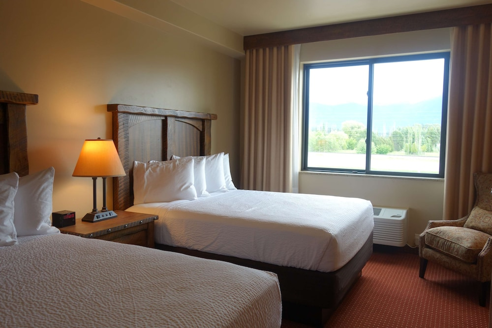 Room, Country Inn & Suites by Radisson, Kalispell, MT - Glacier Lodge
