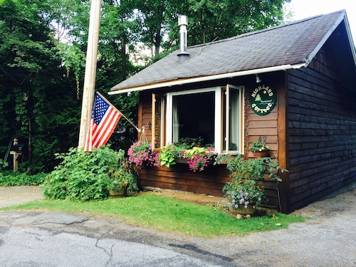 Highland Cottage Super Cute-close to Everything in Lake Placid