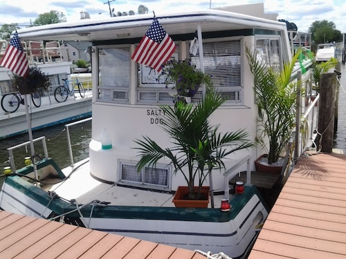 Be Marooned in Paradise, A Romantic House Boat Afloat on the Jersey Shore