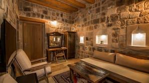 意大利 Frette 床單、高級寢具、房內夾萬、設計自成一格