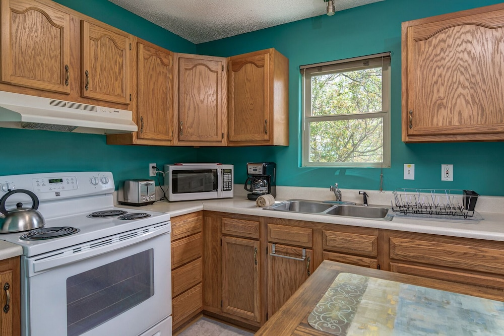 Private Kitchen, Eastern Sky - 1 Br Home