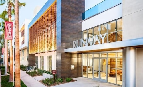 Runway Playa Vista #421 1 Bedroom 1 Bathroom Home