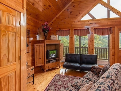 Living Room, Splash Country 4 Bedroom Cabin