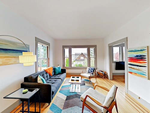 Sunny 2BR In Queen Anne Duplex, Prime Seattle Location 2 Bedrooms 1.5 Bathroom Duplex