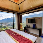 Phuong Nam Mountain View Hotel