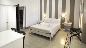 Caja fuerte, mobiliario individual, cortinas opacas