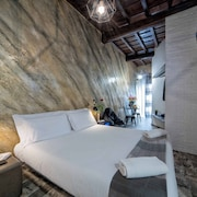 Navona Rooms with Jacuzzi