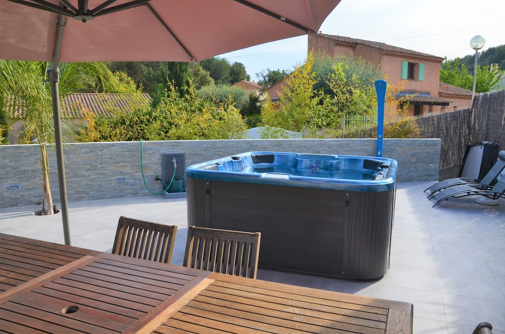 SPA House / Large Terrace / Jacuzzi: 2018 Room Prices , Deals ...