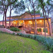 Perfect for Family Reunions, 2 Acre, 5/5 Home With 200' Private Riverfront