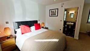 Premium bedding, iron/ironing board, free WiFi, bed sheets