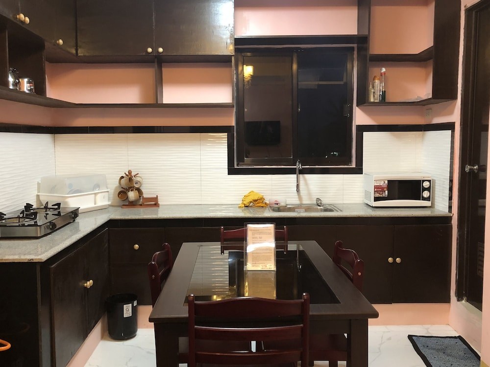 Private Kitchenette, Luzville Residences