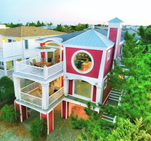 4300 Sq Ft Ocean-view Getaway With Heated Pool, Hot Tub, 6 Decks & Porches