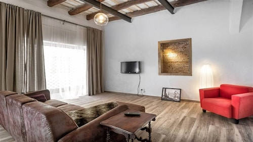 Spacious 18th Century Catalan Town House, Wifi, 20 Minutes Barcelona